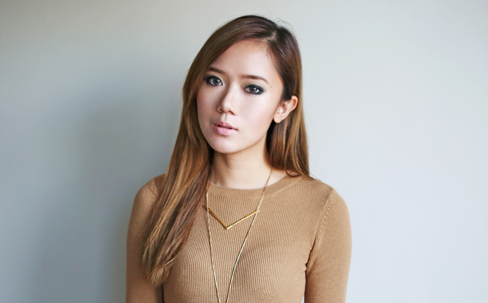 Green Smokey Eye Makeup + Contour Tutorial | www.itscamilleco.com