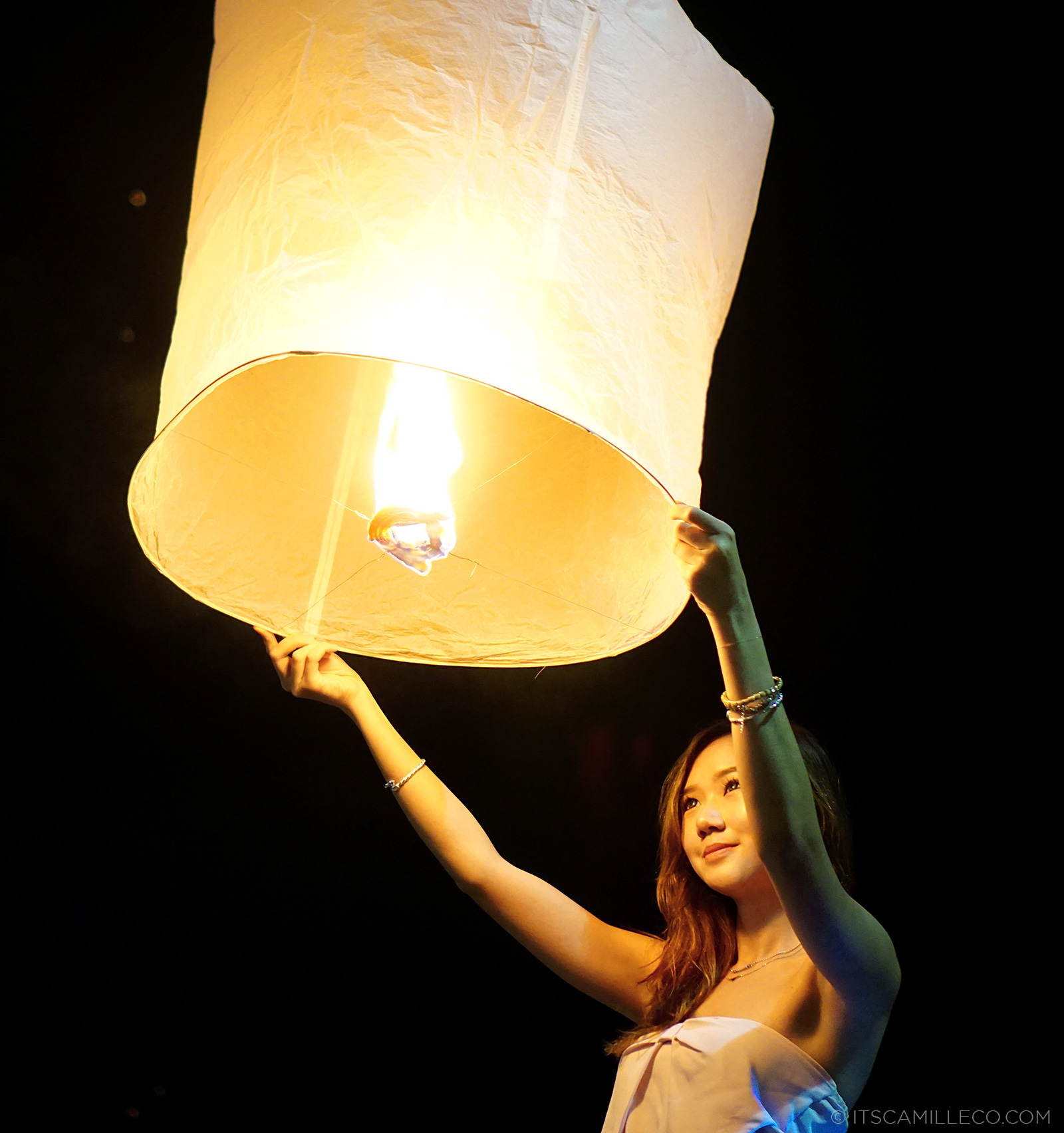 Yi Pen Loy Kathrong Lantern Festival in Chiang Mai | www.itscamilleco.com