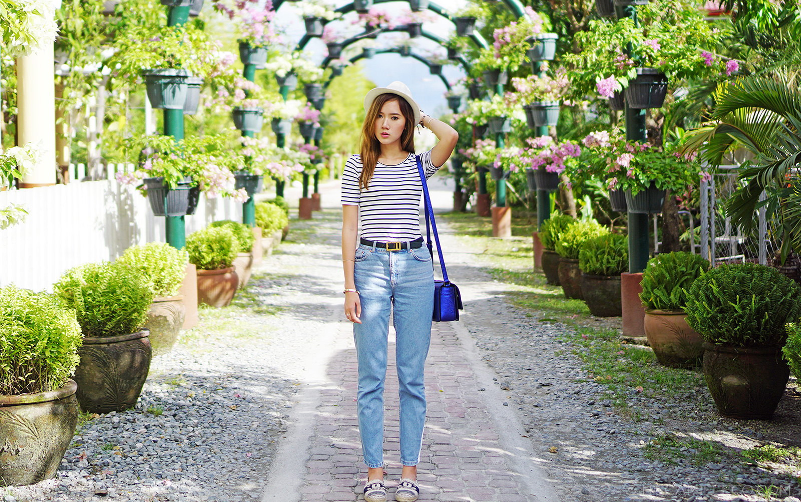 VES Food Resort And Villas, WAGW Top, Topshop Mom Jeans, Chanel espadrilles, 3.1. Phillip Lim Messenger Bag | www.itscamilleco.com