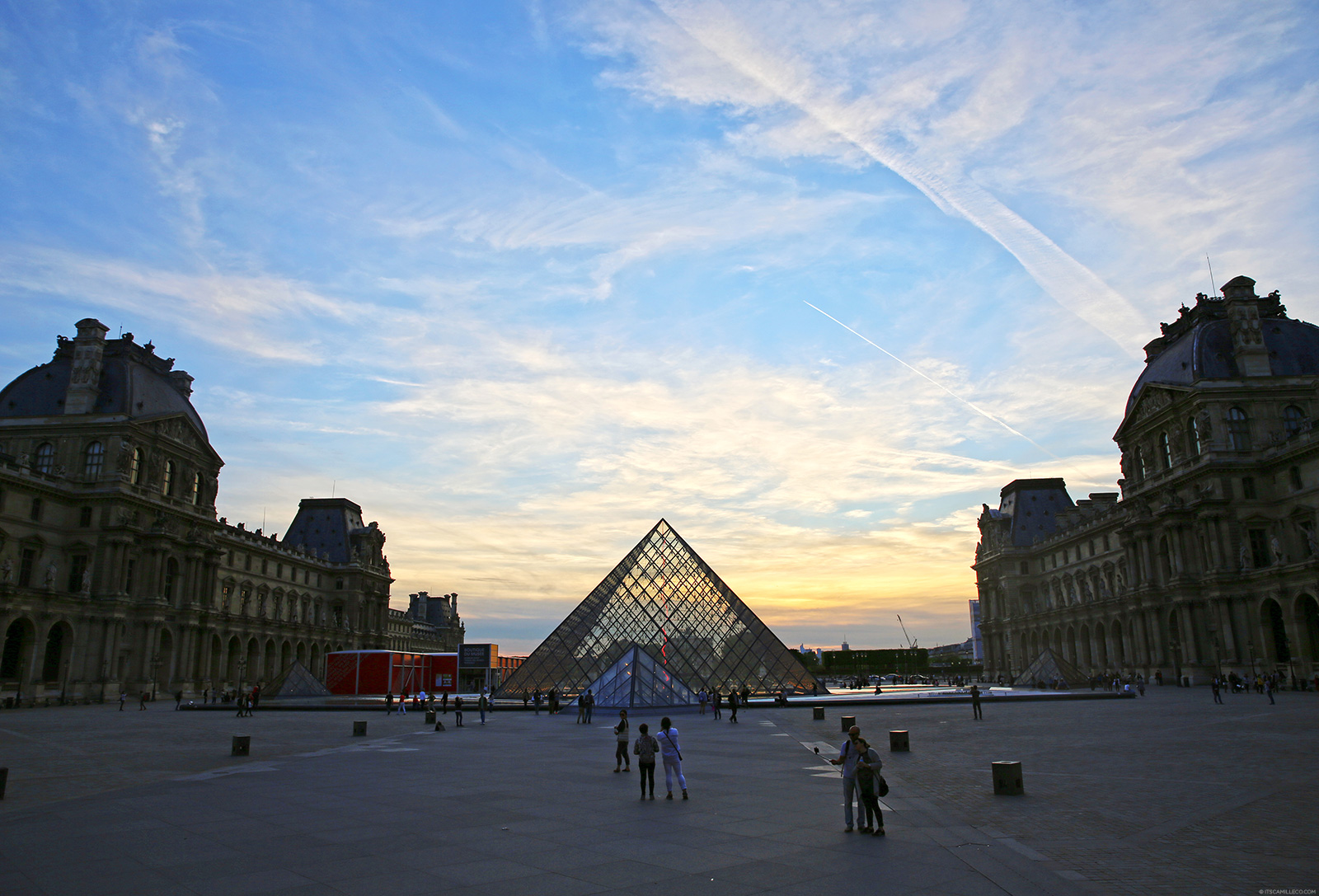 Paris With Kids - The best family tours, attractions, day trips, and historical sites. Kid-friendly shows and events for families.